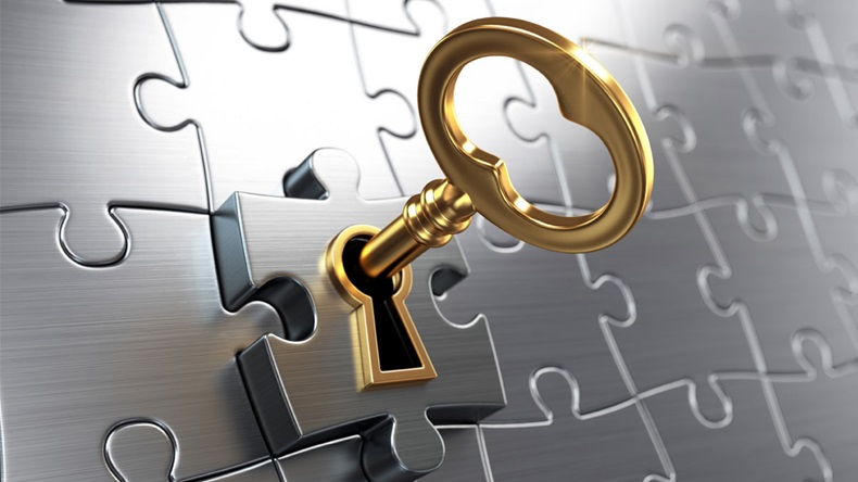 gold-key-in-puzzle